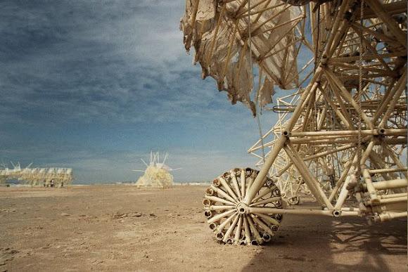 Esculturas Movidas pelo Vento