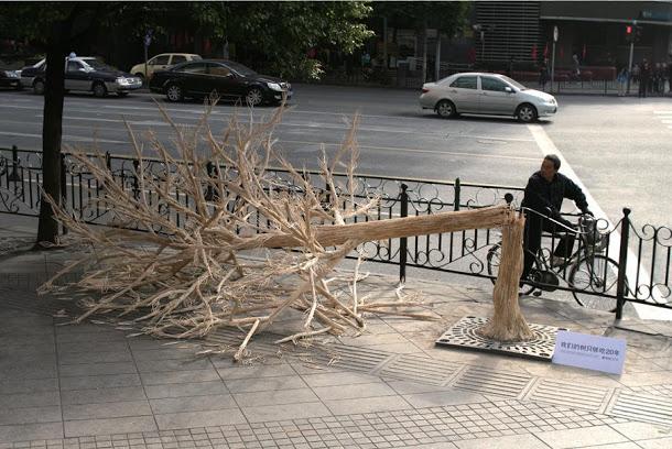 Árvore Feita com Pauzinhos Chineses Alerta para a Desflorestação na China