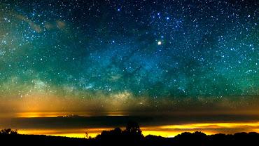 O Céu, a Via Láctea e uma Tempestade de Areia em Teide