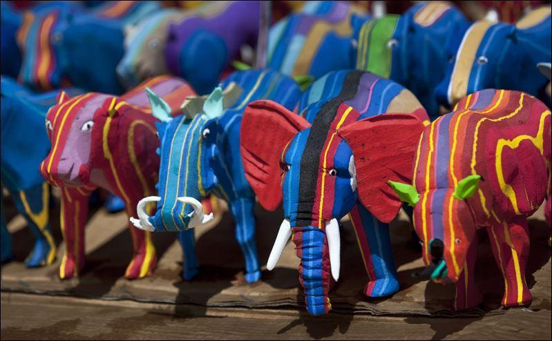 Chinelos Velhos Tornam-se em Brinquedos na África, Tendo já Tirado 400 Toneladas de Lixo do Oceano