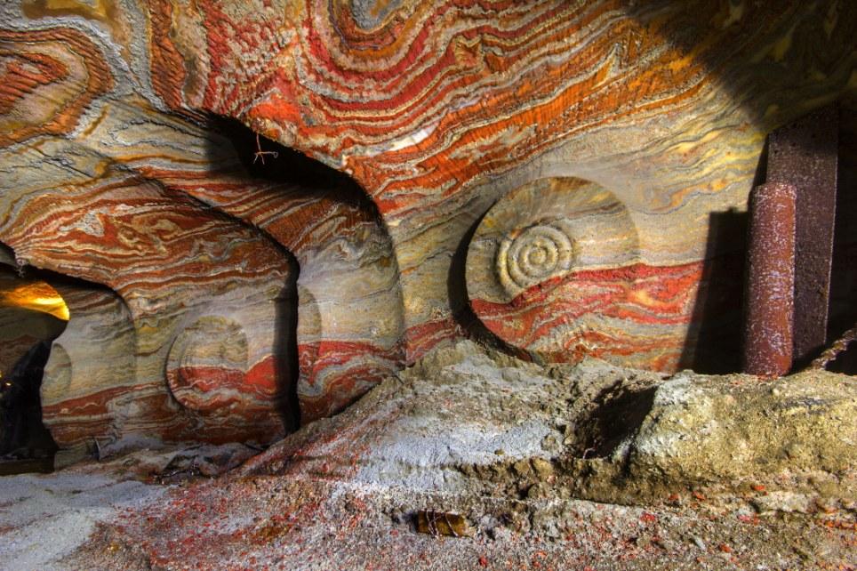 Uma Mina de Sal Psicadélica na Rússia: Túneis Abandonados e Incríveis Padrões Naturais [Fotos]