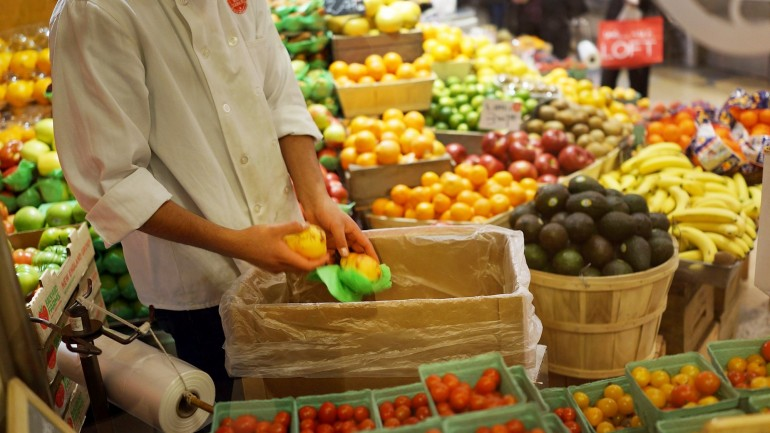 Itália Muda Lei para que Supermercados Doem Comida Não Vendida aos Necessitados