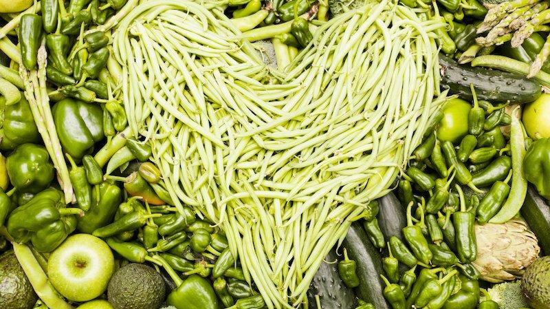 Coração feito com legumes verdes