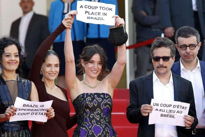 Manifestação em Cannes contra o novo governo