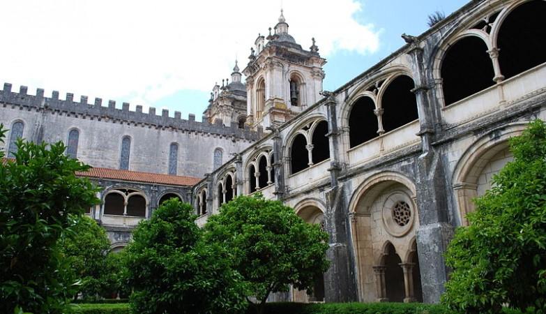 Mosteiro de Alcobaça Vai Transformar-se num Hotel