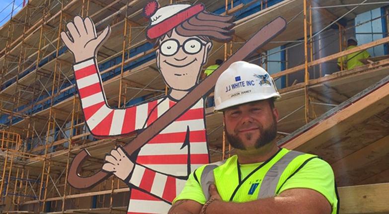 """Operário cria jogo """"Onde está Wally?"""" em obras para entreter crianças hospitalizadas"""