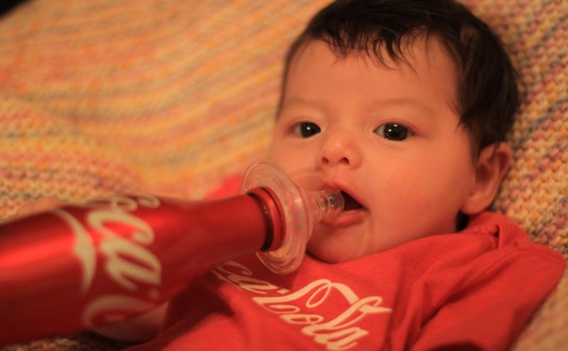 Crianças com menos de 2 anos bebem refrigerantes no Brasil