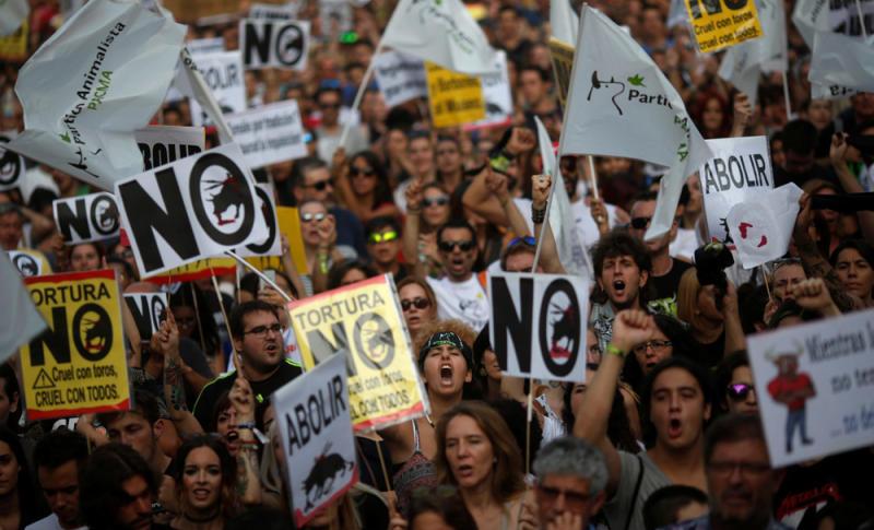 Milhares de pessoas nas ruas de Madrid pelo fim das touradas