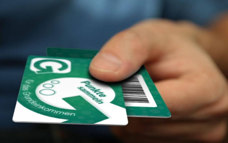 E se lhe saísse um rendimento básico de 1000€/mês numa lotaria? – Mein Grundeinkommen