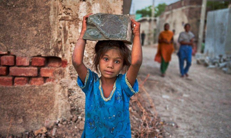 """Estas crianças """"trabalhadoras"""" não serão afinal """"escravas""""?"""