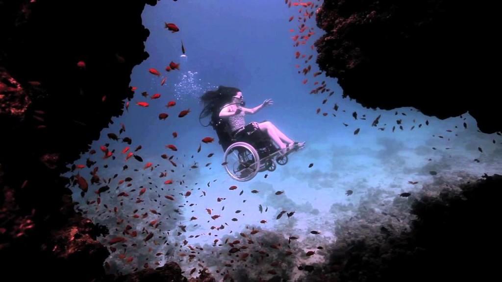 A incrível cadeira de rodas subaquática de Sue Austin