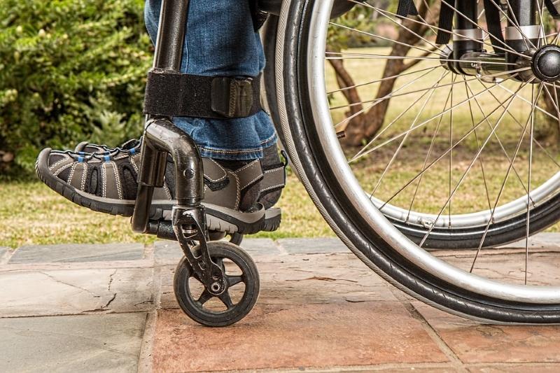 O IVA de cadeiras de rodas e muletas vai baixar