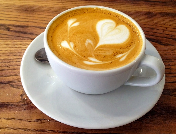 6 Receitas de cappuccinos e lattes vegans [vídeos]