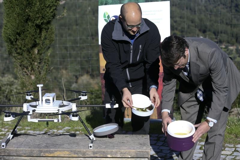 Drone entrega refeições a idosos de aldeias isoladas
