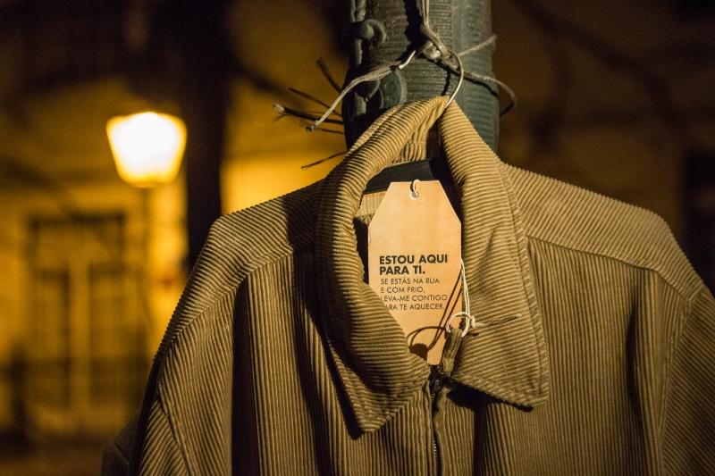 Venha pendurar um casaco em Lisboa para agasalhar quem mais precisa