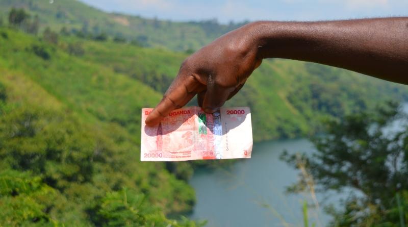 Dinheiro grátis para todos durante 2 anos em aldeia do Uganda