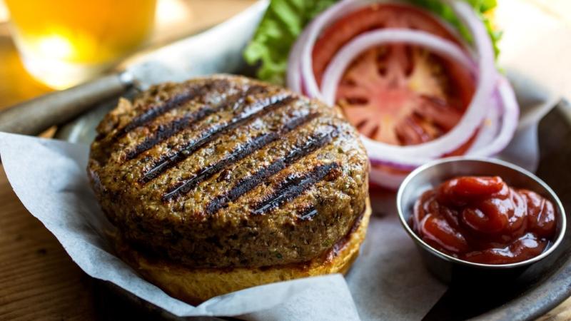 8 Receitas de hambúrgueres de soja vegetarianos e vegans [vídeos]