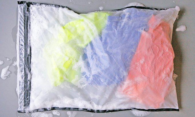 Alemães inventam saco para lavar roupa que impede as microfibras de chegar ao mar