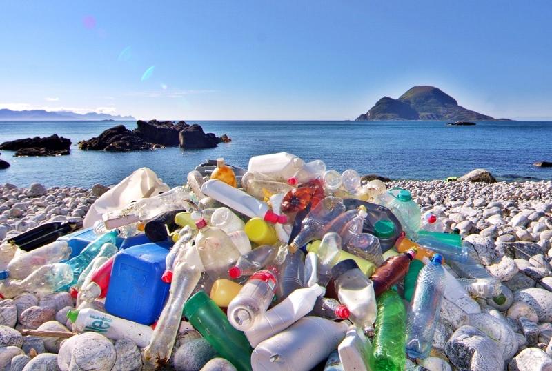 Mais de 2 milhões de toneladas de garrafas de plástico de refrigerantes vendidas por ano