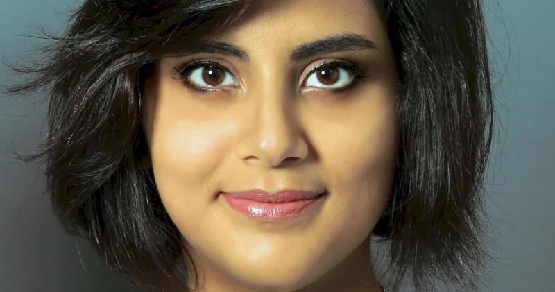 Ativista dos direitos das mulheres detida na Arábia Saudita por conduzir
