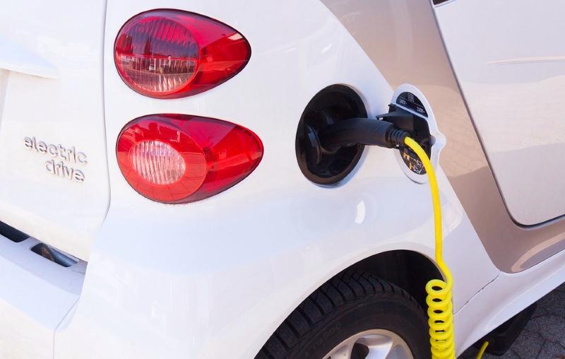Carros elétricos mais baratos do que carros a gasolina em 2025