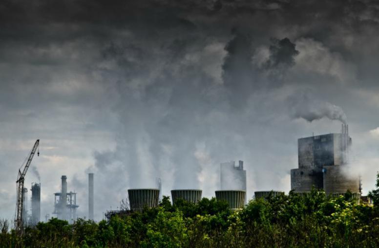 Estudo revela que a poluição causa mais mortes do que a guerra, a fome e os desastres naturais