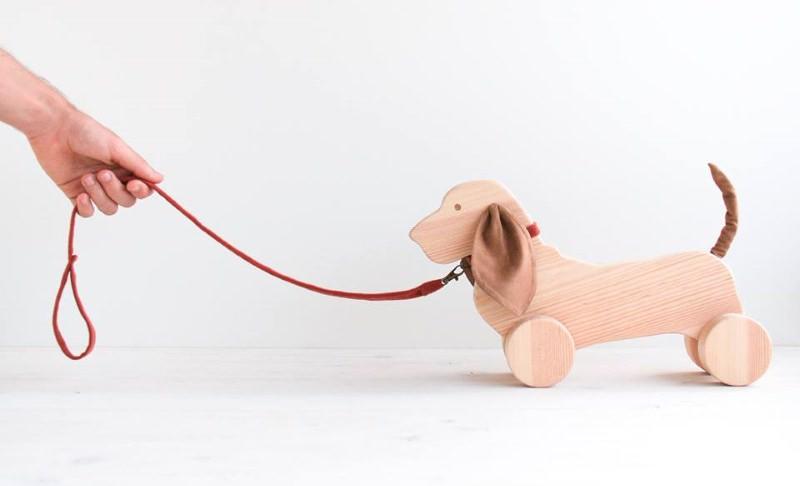 18 marcas portuguesas de bonecos e brinquedos em madeira, tecido ou papel
