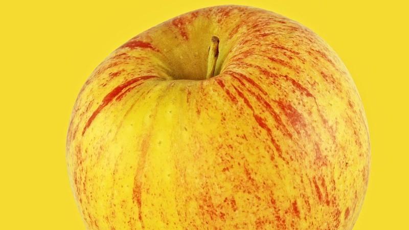 A melhor forma de lavar maçãs para remover pesticidas, segundo um novo estudo