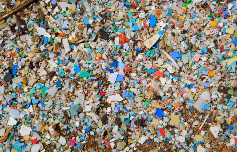 Poluímos tanto o ambiente com plástico que ele já está presente no ar que respiramos