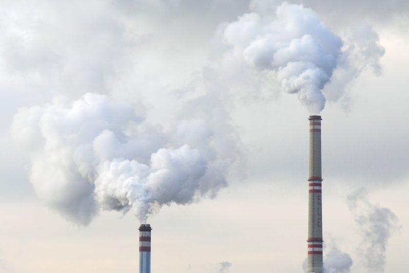 China encerra milhares de fábricas para combater poluição e voltar a ver céus azuis