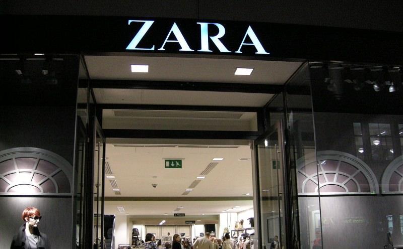 Trabalhadores de fábrica da Zara escondem mensagens em roupa por falta de pagamento