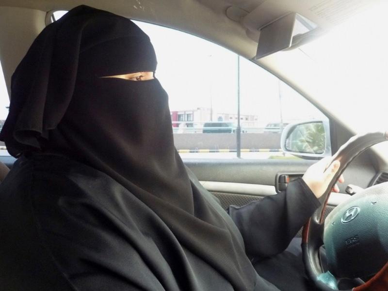 Arábia Saudita: mulheres vão poder conduzir carros, motas e camiões