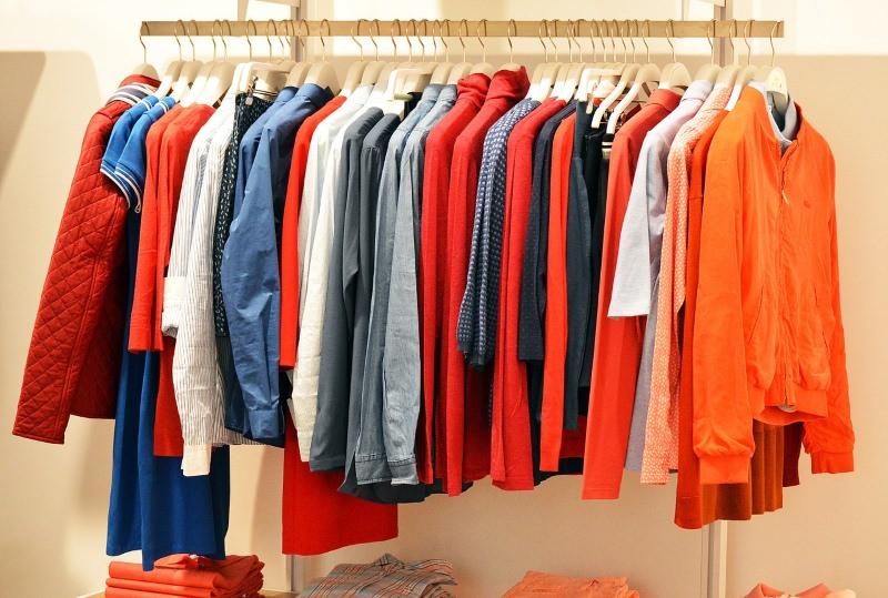Sabe porque deve lavar a roupa nova antes de a usar pela primeira vez?