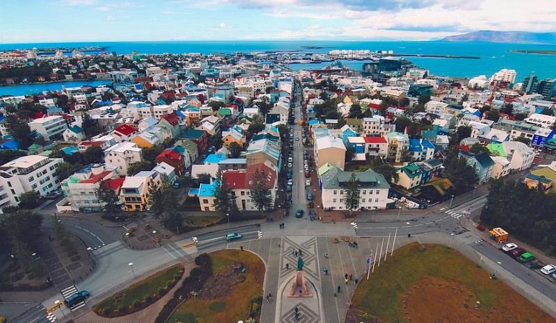 Islândia: 1º país com lei que obriga empresas a pagar salários iguais a homens e mulheres