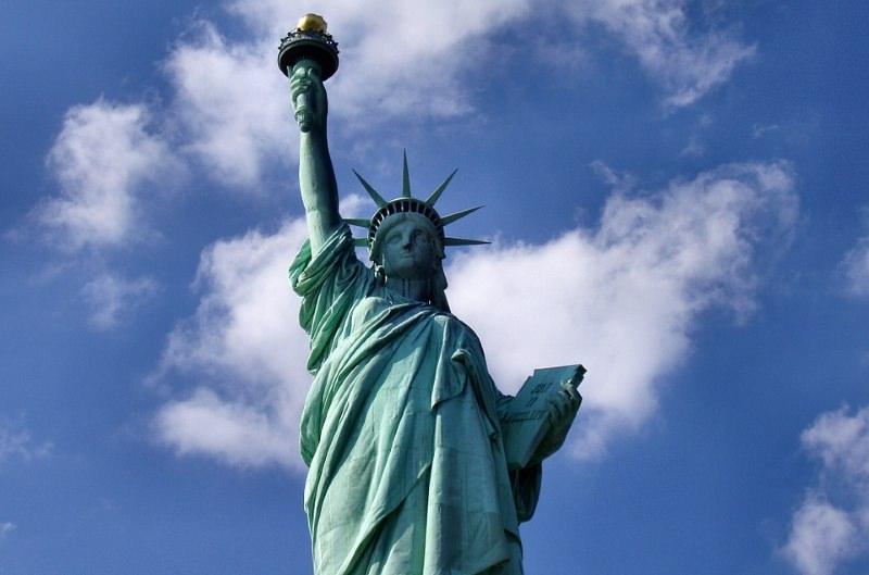 Nova Iorque planeia desinvestir $5 mil milhões em combustíveis fósseis e processar petrolíferas