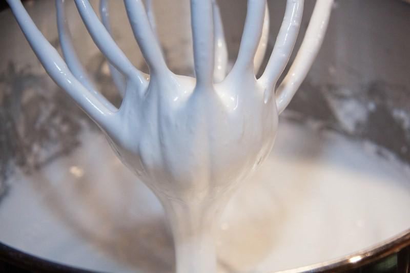 6 receitas de chantilly vegan, sem lactose [vídeos]