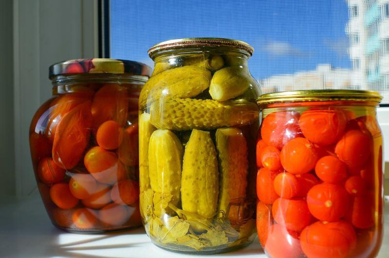 Reutilize frascos de vidro para guardar comida na despensa [vídeo]