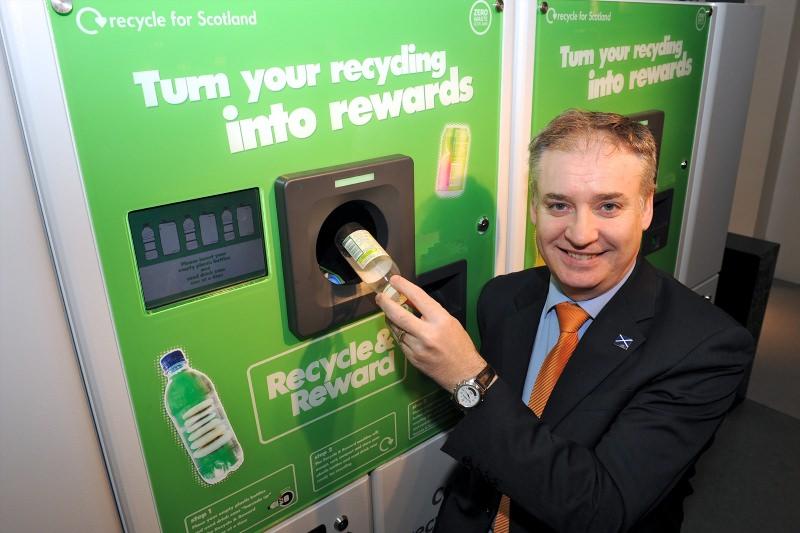 Inglaterra vai criar tara recuperável para latas e garrafas de plástico e vidro