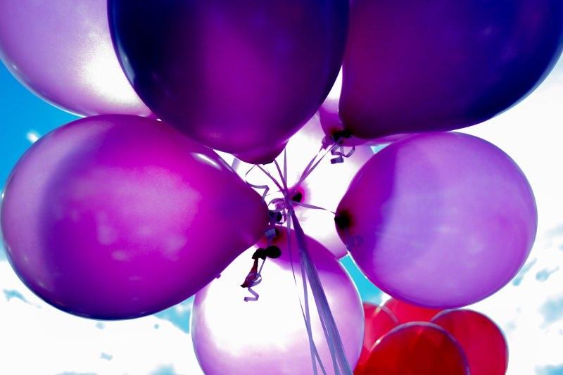 Cidades norueguesas proíbem venda de balões de hélio durante feriado nacional