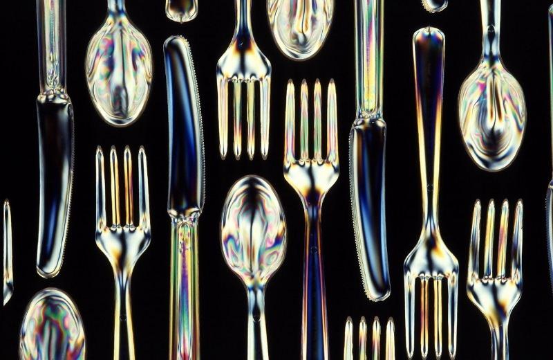 Ilhas italianas proíbem pratos, copos e talheres descartáveis de plástico