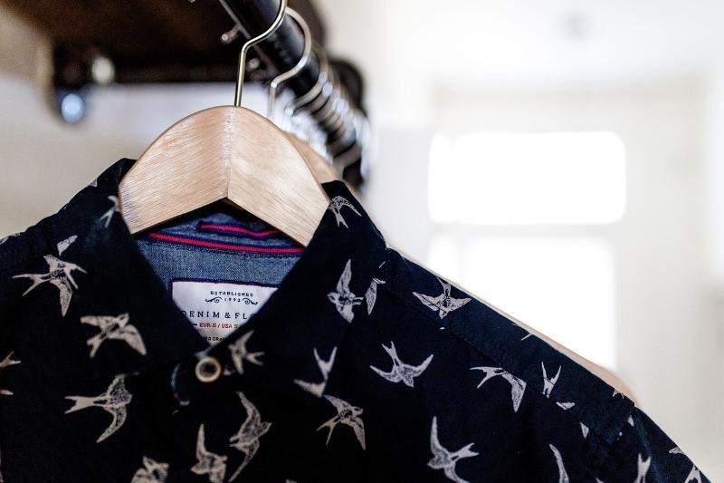 França a um passo de proibir lojas de descartarem ou destruírem a roupa não vendida