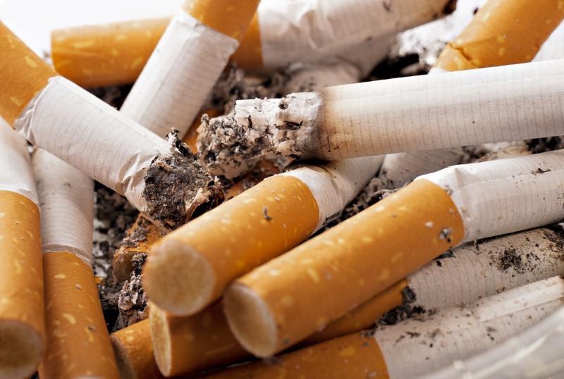 França: Marcas de tabaco pressionadas a lutar contra proliferação de beatas de cigarro