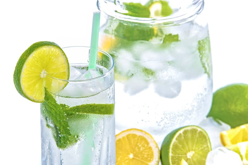 6 receitas de limonada com hortelã ou manjericão [vídeos]