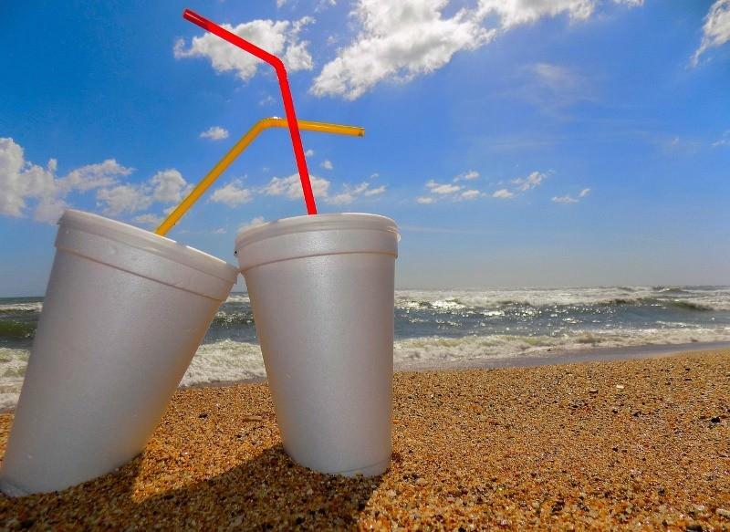 Vancouver proíbe palhinhas de plástico, copos e embalagens de esferovite