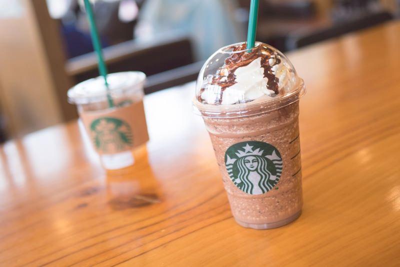 Starbucks vai deixar de usar palhinhas ou canudos de plástico