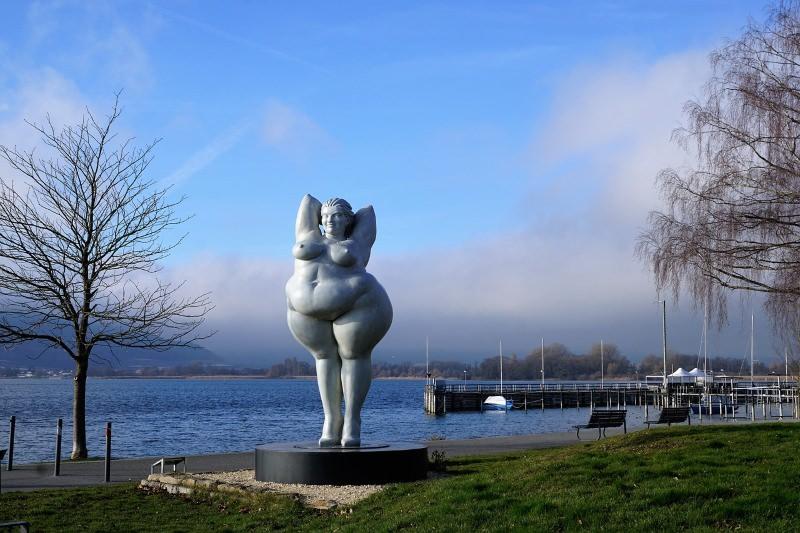 Estátua de mulher obesa