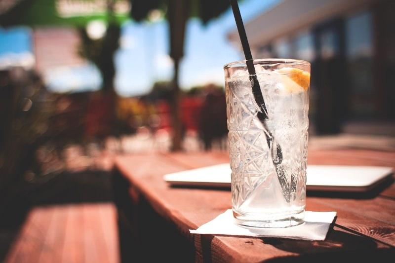 Rio de Janeiro começou a multar restaurantes e cafés que ofereçam palhinhas de plástico