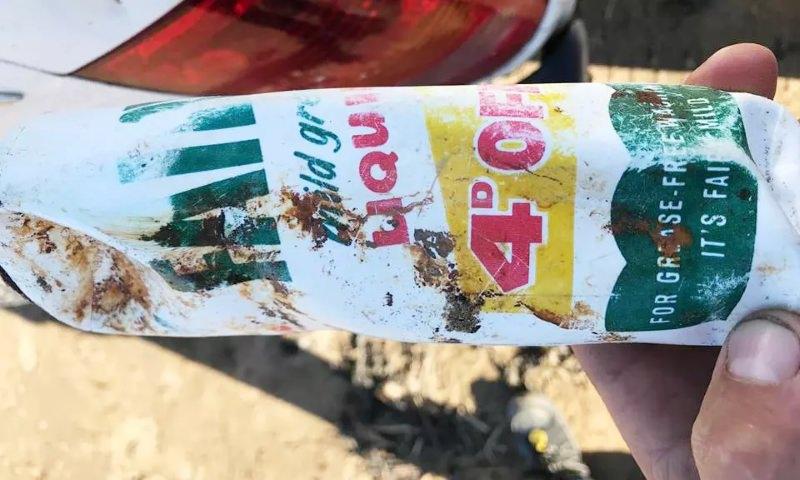 """Garrafa de plástico dá à costa """"quase nova"""", passados 50 anos"""