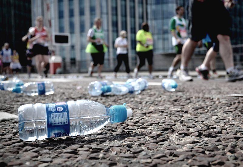 Meia maratona em Londres proíbe as garrafas de água de plástico