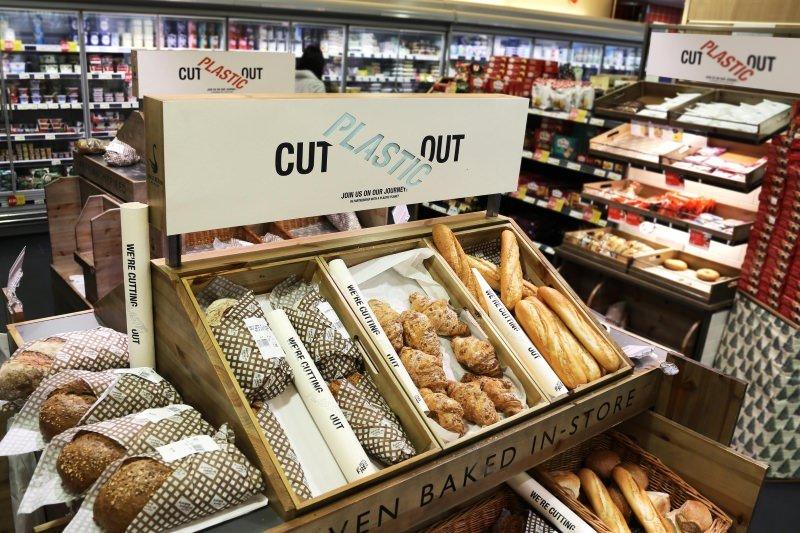 Supermercado inglês inaugura secção sem plástico e substitui embalagens de 1700 itens